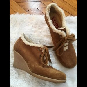 Michael Kors womens fleece lined suede booties 8.5